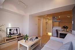 新規内装リフォーム済みのキレイな室内。