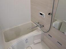 ユニットバス交換。追い焚き機能・浴室乾燥暖房機付き