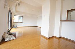 キッチン・ダイニング・リビングを分けて使えるのが魅力のLDKです。収納が2ヶ所あります。