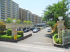 大型駐車場は使用料無料。