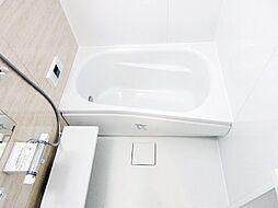 ワイドバスタブ、新規交換済のきれいな浴室。追炊き付。