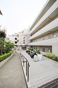 外観(大和田町3丁目。静かで住み良い立地のマンションです。室内リフォーム予定でございます。)