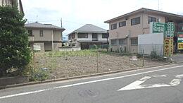 土地面積約59坪のゆとりのある土地です。 建築条件無しのためお好きなメーカーで建てられます。