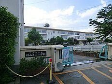 横山第二小学校 約154m