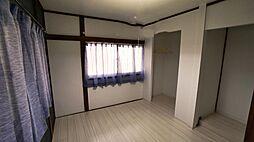 二階洋室は白を...