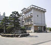 米田小学校…約620m