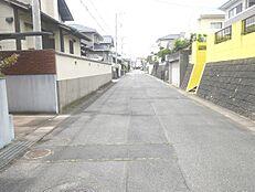 前面道路は幅員約6mあり開放感がございます。