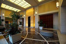 エントランスホール 豪華なデザインで高い天井の開放的なエントランスホールです。