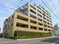 都営大江戸線練馬春日町駅徒歩2分の立地です。外観も綺麗で非常に良いイメージです。