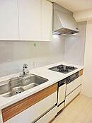 独立タイプのシステムキッチン3.8帖/食洗機・浄水器付
