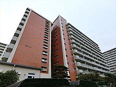 全棟総戸数458戸のビッグコミュニティです。安心の新耐震基準のマンションです。