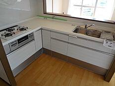 システムキッチン(新規リフォーム済)