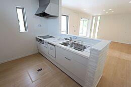 食器洗浄乾燥機を設置。家事の負担を軽減します。