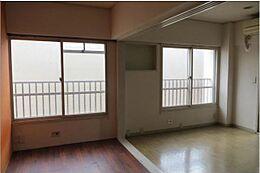 陽当たり良好の洋室6畳に、3畳のスペースをつなげれば9畳分の広さになります。