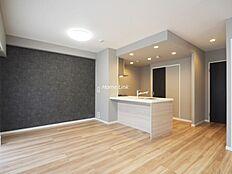 環八通りと反対向き、南東角部屋のお部屋、LDK17.8帖が最大のポイント、室内はリフォームしてのお渡しです。総164戸の大規模マンション、ランニングコストの低さも魅力の一つ