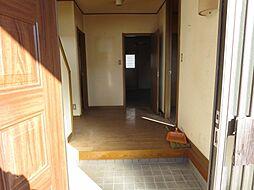 玄関ホールは壁...