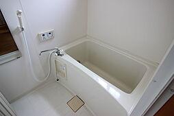 離れ浴室2世帯住宅として使用も可能な物件です。それぞれの生活スタイルに合わせてお風呂に入れるのは嬉しいですね。