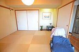 和室です。和室を含め、平成25年の時に満足できるクオリティを得るために全面改装をしております。