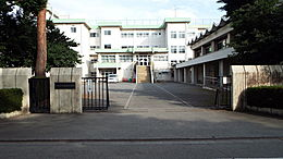 松林小学校まで400m、小学校松林小学校までは徒歩8分です。