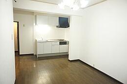 白い壁はお部屋を明るく感じさせてくれますね