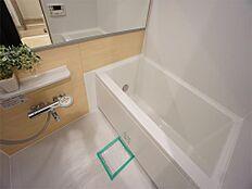 浴室換気乾燥機・追い炊き機能・24時間換気システム付きの快適なバスルームです。