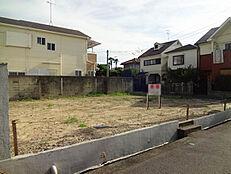 阪急園田駅徒歩12分。角地です。