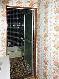 洗面室から風呂...