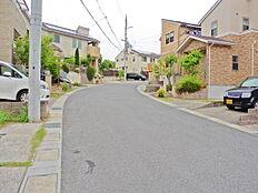 閑静な住宅街、前面道路は6.2m