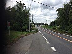 東側20m幅公道に接しています。