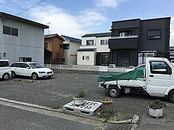 隣は駐車場です