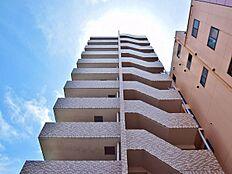 駅近にそびえる11階建ての居城であなただけの暮らしを。