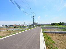 6メートルの開発道路は解放感ときれいな街並みを約束。お好きな間取りで夢のマイホームを。