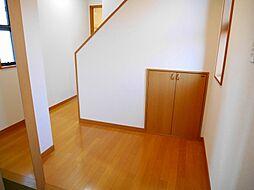 1階廊下。階段...