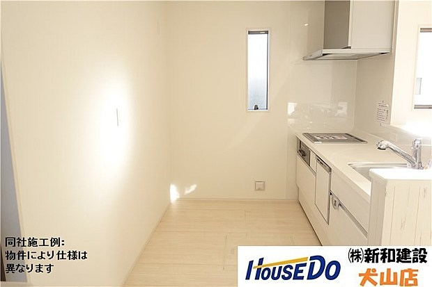 ゆとりのサイズを確保しキッチンに立つことが快適なスペースです。床下収納もあります。