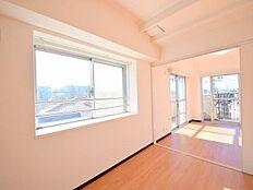 2面採光によりとても明るい室内は心地良さ良好。