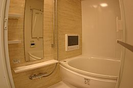 浴室 洗濯物を乾かすだけでなく、カビ防止にもなる浴室乾燥機は奥様に嬉しいですね。