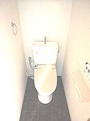 節水タイプのシャワートイレも新規交換しました。