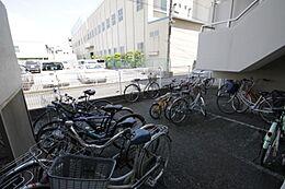 自転車置き場がございます。