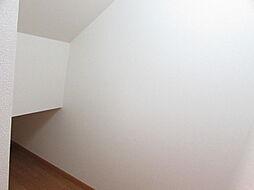 階段下収納スペ...