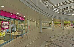 近隣には大型スーパーもあり毎日のお買い物にも便利です。