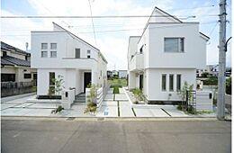 画像は同社施工例です。実際の現地とはデザインや色合いなどが異なります。詳しくはお気軽にお問い合わせくださいませ。(建物プラン例/建物価格1755万円、建物面積89.26m2)