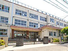 小学校まで500m、「東渕江小学校」徒歩7分
