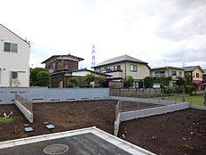 カースペース1台分も造れる土地
