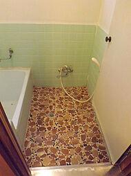 タイル張りの浴...