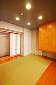 和室部分はどのように使いましょう。ゆったり落ち着くスペースとしても、集中するスペースとしても使えますね。