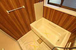 換気機能でカビの発生を抑制して清潔・快適なバスルームをご提供します。また寒い季節には暖房、冬期や梅雨時など屋外で洗たく物を干せない場合には、浴室の遊休時間を利用して洗たく物の乾燥ができます。