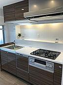 食洗機付きシステムキッチンで家事の負担を減らします。