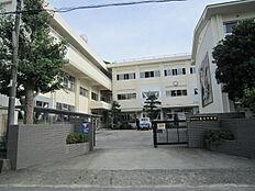 中学校亀川中学校まで1592m
