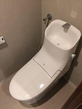 新品のトイレに...