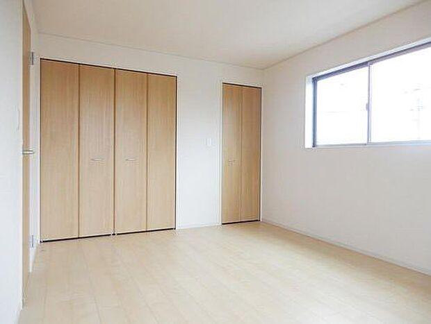 写真は同施工会社のものです。2階全居室6帖以上で、どのお部屋も使い勝手がいいですよ♪